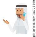 民族服裝的阿拉伯男人正在談智能手機 38723490