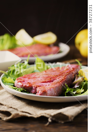 Cooked delicious tuna fish with green salad 38727231