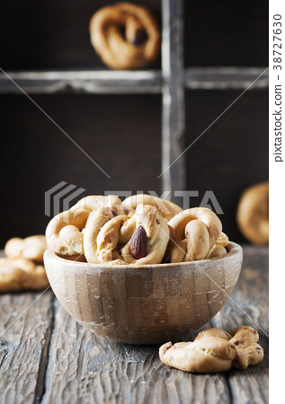 Traditional italian tarallo with almonds  38727630