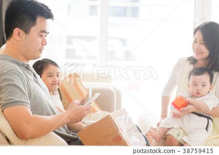 Chinese man scanning QR code 38759415