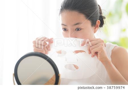 做面罩秀麗秀麗的少婦 38759974