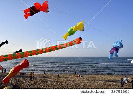 風箏,飛翔,娛樂,休閒,藍色,天空,漂亮,燦爛,出色,好看 38791603