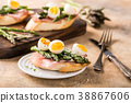 Fresh sendwich with ham, asparagus and quail eggs 38867606