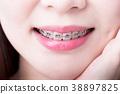 close up woman wear brace 38897825