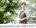 Portrait outdoor middle woman 38914357