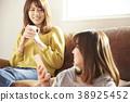 放鬆在屋子裡的女朋友 38925452