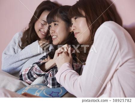 睡衣派對女孩派對電影觀看 38925782