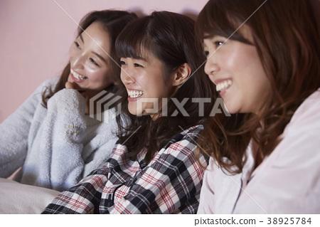 睡衣派對女孩派對電影觀看 38925784