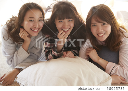 睡衣派對婦女協會 38925785