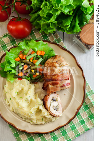 Chicken breast stuffed with champignon 38946221