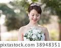 티아라를 붙인 신부 웨딩 드레스의 여자 38948351