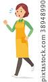 一個圍裙的中年家庭主婦正在跑步 38948990