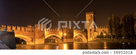 Verona Italy - Scaligero Bridge of Castelvecchio 38952018