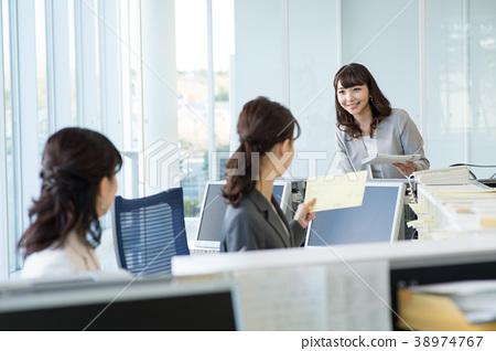 女商人辦公室招待會企業圖像 38974767