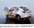 รูปด้านหลังของ SUV ไฟฟ้าสีเงิน 38994047