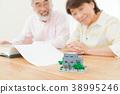 리모델링을 계획하는 노부부 부동산 이미지 수석 실버 세대 할아버지와 할머니 38995246
