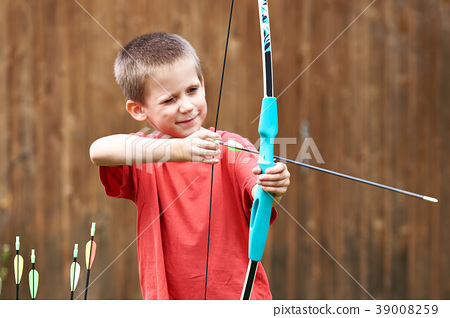 Little archer with bow and arrows 39008259