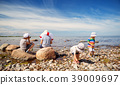 children, sea, beach 39009697