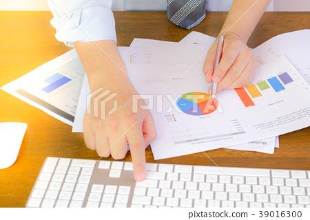 Businessman hand working with finances 39016300