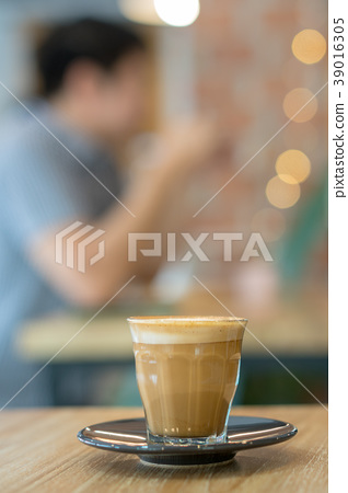 Hot coffee cup on wooden table 39016305