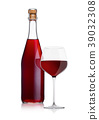 Bottle of homemade red wine and glass with cork 39032308