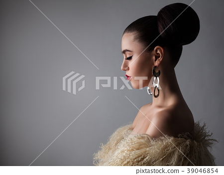 Beautiful Brunette Woman On Gray Banner Background Stock Photo 39046854 Pixta