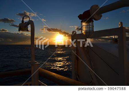 從船上看到的日出 39047588