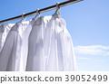 세탁 날씨 푸른 하늘 아래에서 셔츠 마른 39052499
