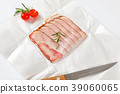 thin slices of bacon 39060065