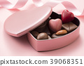 하트 모양의 초콜릿 선물 39068351