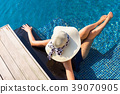 Portrait of beautiful woman relaxing in the pool 39070905