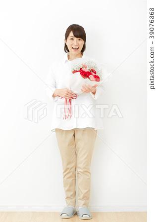中年女性康乃馨 39076868