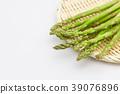 아스파라거스 소쿠리 흰색 배경 39076896