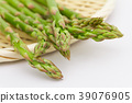 아스파라거스 소쿠리 흰색 배경 39076905