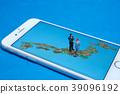 일본지도와 악수하는 비즈니스맨 39096192