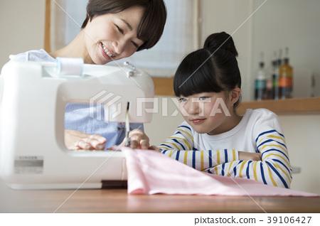 ตัดชุด,ความเป็นพ่อแม่,จักรเย็บผ้า 39106427
