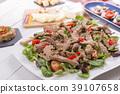 Beef salad with sesame seeds 39107658
