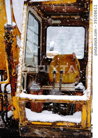 Broken shovel 39108611