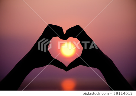 Silhouette the woman hands to be heart shape  39114015
