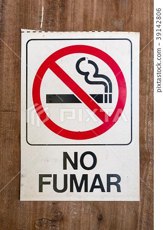 "no smokin sign  spanish text ""no fumar""   39142806"