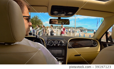 Rich man in sunglasses waiting for green light 39197123