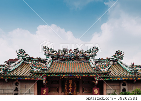 chinese temple roof decoration with dragon bangkok stock photo