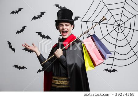 Vampire Halloween Concept - Happy handsome 39254369