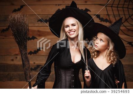 Halloween Concept - Closeup beautiful caucasian 39254693