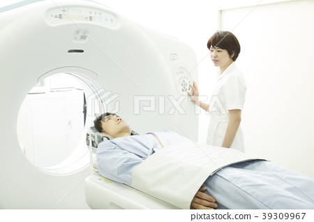 Men who receive a CT scan 39309967