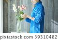 一個保持鮮花的女人 39310482