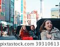 外國遊客在人力車上 39310613