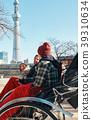 外国游客在人力车上 39310634
