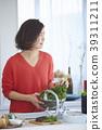ผู้หญิงกำลังทำอาหาร 39311211