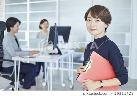 商业女人肖像 39311425